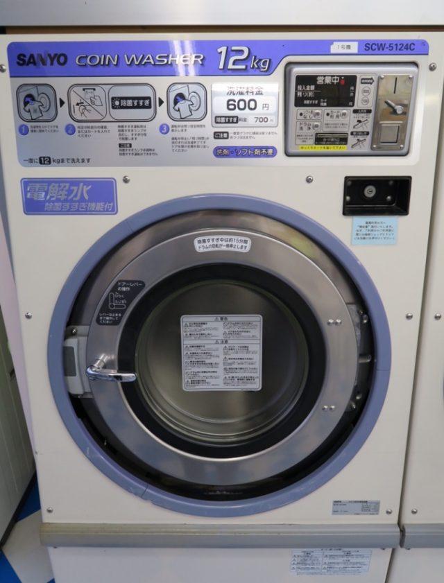 半田市 コインランドリーまるき 12kg大型洗濯機外観