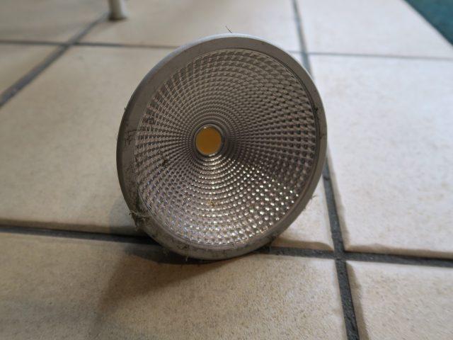 取り外したスポットLED電球1