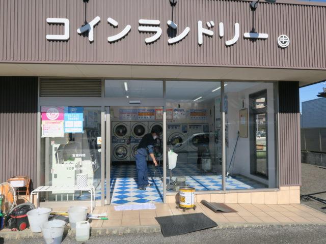 松谷クリーネス 床のワックスがけと窓拭き作業2