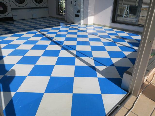 松谷クリーネス 床のワックスがけと窓拭き作業3
