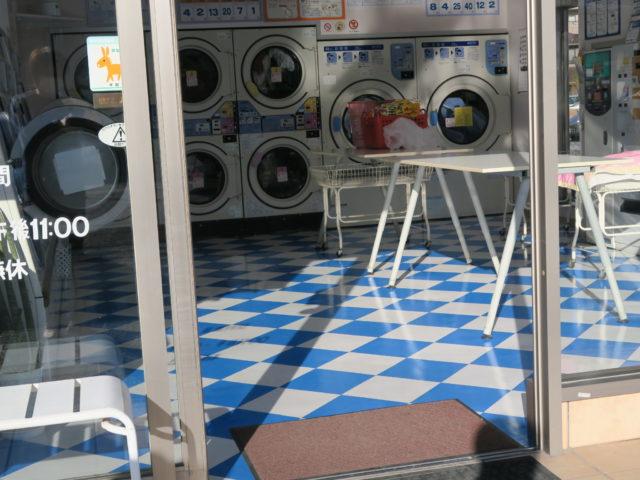 松谷クリーネス 床のワックスがけと窓拭き作業4